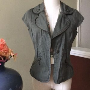 ♥️Army green capped sleeve jacket with zipper trim